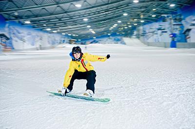 Snowboarder_action_JEVER_FUN_SKIHALLE_Neuss