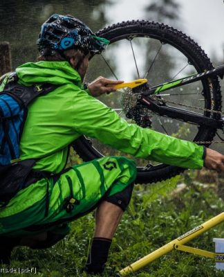 Zum schnellen Reinigen des Rades kann man das Bike in einem Montageständer zentrieren.